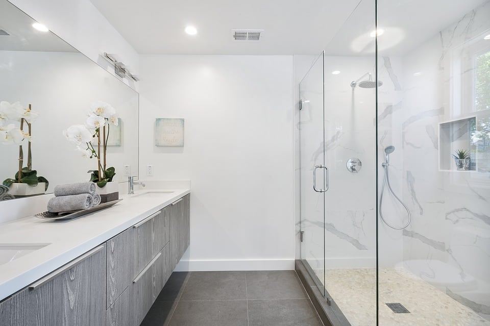 How You Can Deep Clean Your Bathroom In 7 Steps